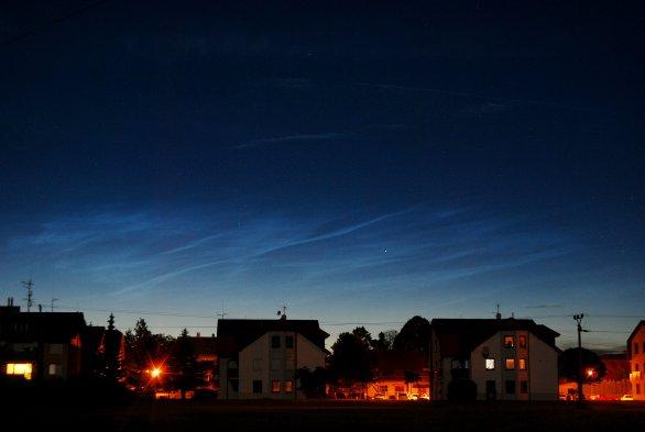 První jasnější stříbřitá oblaka pozorovaná letos z území Čech.. Autor: Antonín Hušek