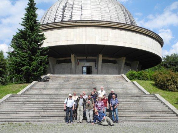 Před budovou Slezského planetária v Chorzowě. Autor: Jaromír Ciesla.