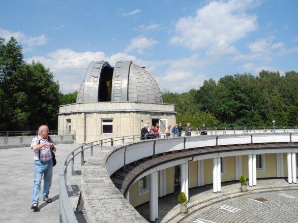 Pozorovací terasa s kopulí hvězdárny v Chorzowě. Autor: Jaromír Ciesla.