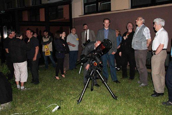 Doprovodný program konference v podobě pozorování červnové noční oblohy. Autor: Pavol Rapavý.