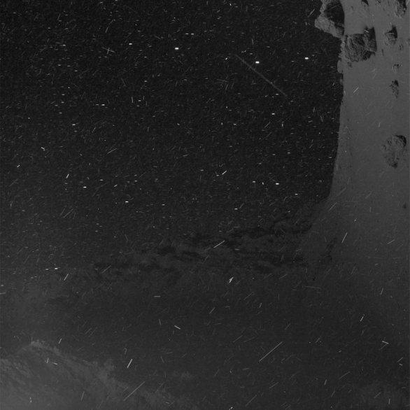 Prach v okolí jádra komety 67P Autor: ESA/Rosetta/MPS for OSIRIS Team MPS/UPD/LAM/IAA/SSO/INTA/UPM/DASP/IDA