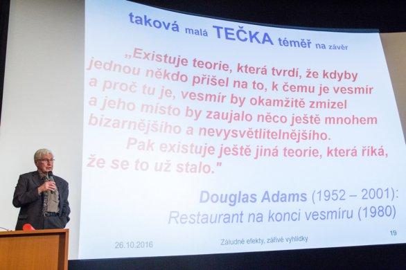 Přednáška Jiřího Grygara při převzetí Zlaté medaile Masarykovy univerzity v Brně. Autor: ÚTFA PřF MUNI.