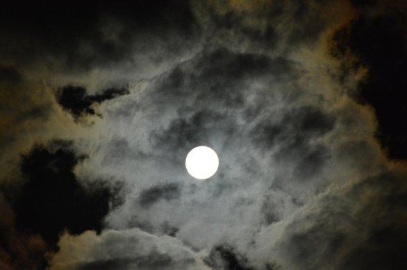 Měsíční oblačnost. Autor: Iveta Hrochová
