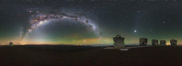 Noční obloha na observatoři Paranal. Autor: Petr Horálek/ESO.