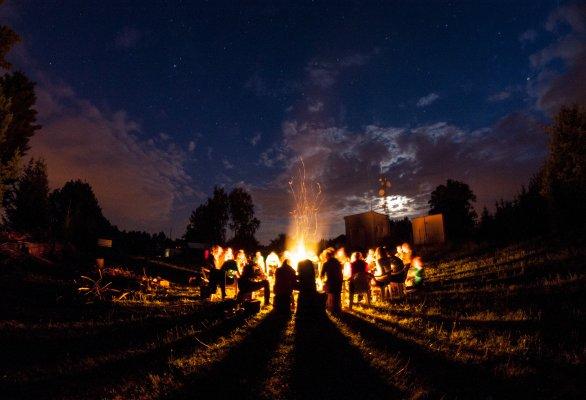 Závěrečný táborák na Astronomické expedici Autor: Michal Kroužel