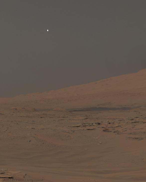 Phobos z Curiosity, sol 613, 28. 4. 2014 Autor: NASA / JPL / MSSS / Justin Cowart