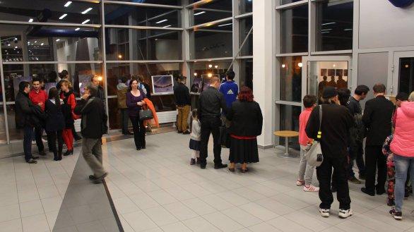 Vestibul Divadla v Púchově nabízí přes 100 hvězdných fotografií. Autor: PEAK.