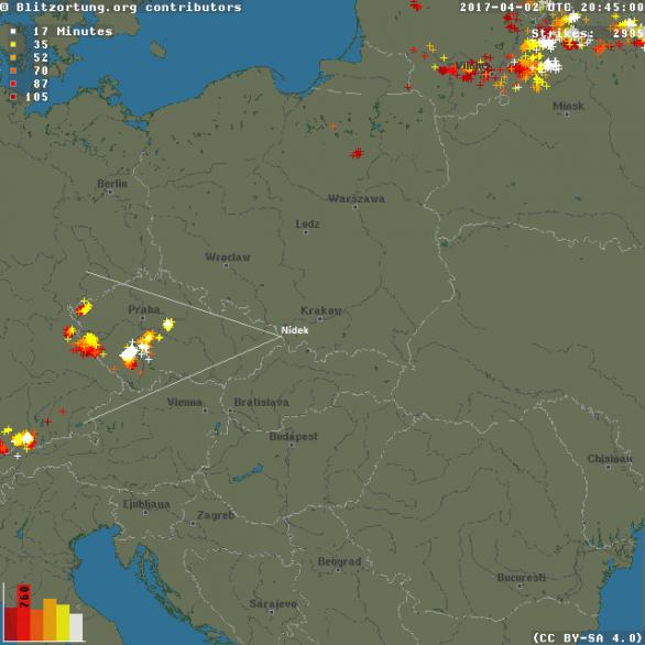 Pohled na mapu bleskové aktivity s vyznačením směru pohledu kamer v Nýdku