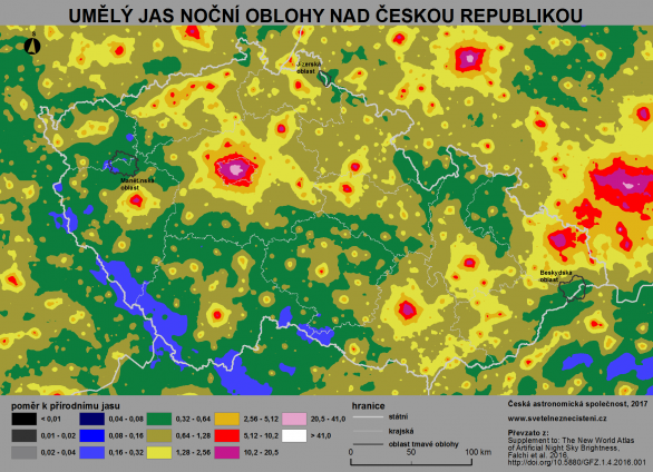 Mapa světelného znečištění v České republice (převzato z Falchi et al. 2016). Světle modré oblasti jsou místa s nejnižší mírou světelného znečištění v České republice. Nejvíce světla je pak v okolí velkých měst a aglomerací. Tmavě modré, šedé a černé oblasti se u náš již nenacházejí. Na mapě jsou také vyznačeny oblasti tmavé oblohy založené do roku 2016: Jizerská (JOTO), Beskydská (BOTO) a Manětínská (MOTO). Autor: Martin Mašek, Fabio Falchi