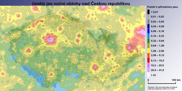 Umělý jas noční oblohy s mapou ČR