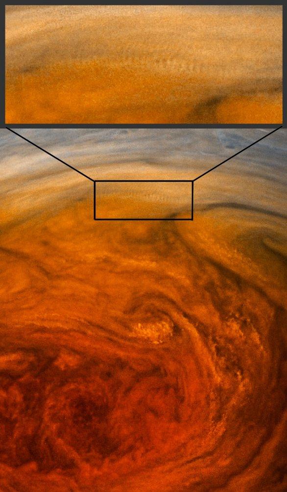 Pruhy v oblačnosti v horních partiích GRS Autor: NASA/SwRI/MSSS/Gérald Eichstädt/Séan Doran