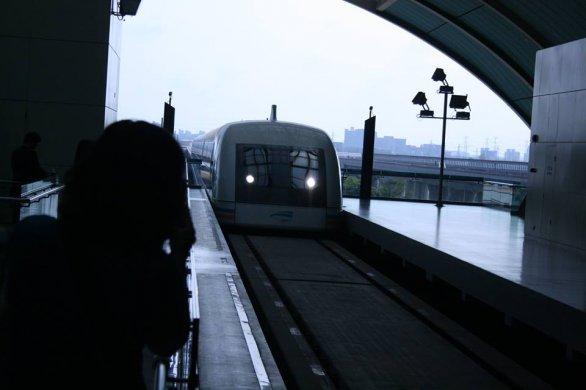 Maglev v Šanghaji, vlak pohybující se rychlosti až 430 km/h Autor: Václav Pavlík