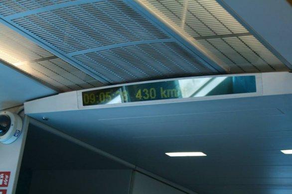 Displej v Maglevu s ukazatelem rychlosti Autor: Václav Pavlík