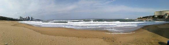 Výlet k moři ve Weihai s přílivovými a odlivovými vlnami až 2 metry Autor: Ota Kéhar