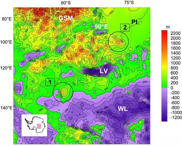 """Topografie zájmové oblasti Antarktidy z modelu Bedmap2. Objevené kandidátky na sopky jsou označeny kroužky (1=Dana, 2=Zuzana). Vrstevnice (nadmořské výšky) jsou po 200 metrech (fialová oblast je tedy pod úrovní moře). Mapa má nezvykle západ nahoře. Zkratka LV značí pozici jezera Vostok, od něhož na západ a jihozápad se rozprostírá Gamburcevovo subglaciální pohoří (GSM), srovnatelné s evropskými Alpami. Mezi LV a GSM je oblast jezer, například jezero s podivným názvem """"90-stupňů-východ"""" (leží na 90 stupních východní zeměpisné délky). Na východ a na sever je pak Wilkesova nížina (WL). Symbol PI označuje tzv. pól ignorance, tedy oblast, v níž jsou data v modelu Bedmap 2 nespolehlivá z důvodu malého pokrytí měřeními. Autor: Astronomický ústav AV ČR"""