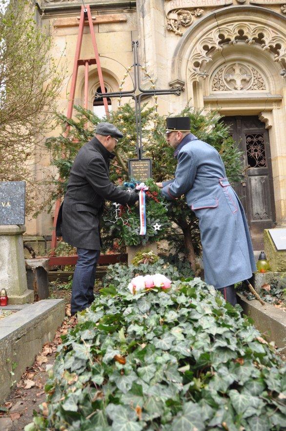 Položení věnce na hrob prof. Františka Nušla Autor: Lukáš Kalista