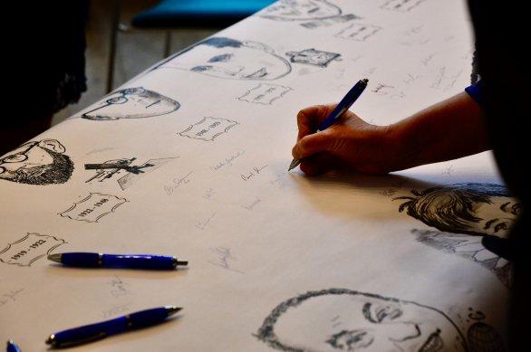 Každý se mohl podepsat ke svému oblíbenému předsedovi ČAS. Autor: David Malík.
