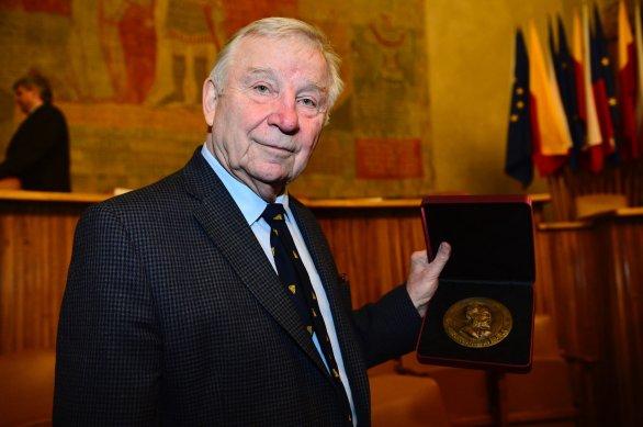 Prof. Jiří Bičák byl oceněn Nušlovou cenou pro rok 2017 za celoživotní přínos české astronomii. Autor: David Malík.