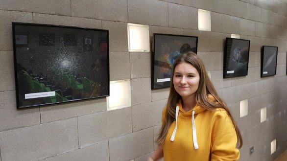 Tereza Prokopová na výstavě v Centru přírodních věd – Hvězdárně Jičín Autor: Pavel Prokop