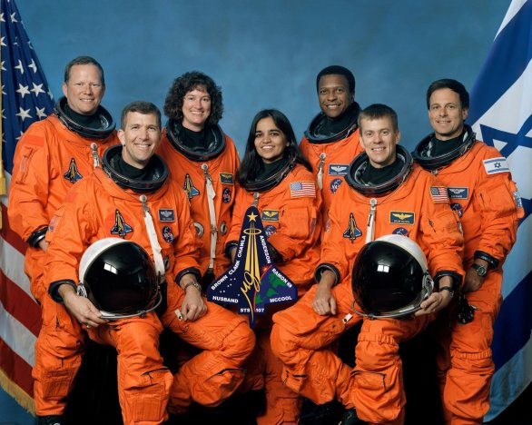 Posádka raketoplánu Columbia, mise STS 107. Zleva David Brown, Rick Husband, Laurel Clarková, Kalpana Chavlaová, Michael Anderson, William McCool, Illan Ramon Autor: NASA