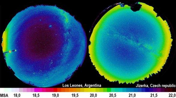 """Srovnání jasu noční oblohy ve skutečně tmavé argentinské pampě a na Jizerce, která je takovým tmavším """"ostrovem"""" v moři světelného znečištění. Rozdíl je patrný na první pohled, ve střední Evropě již prakticky nelze nalézt přírodně tmavou oblohu. Autor: Martin Mašek"""