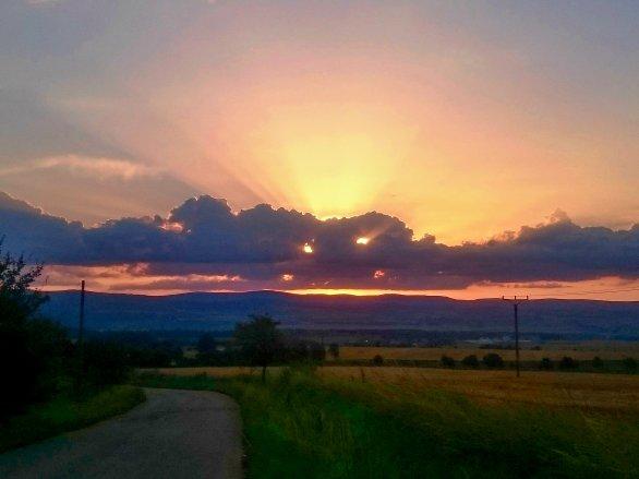 Třetí místo v kategorii Cena obce Mokré v soutěži Neklidné nebe: Peklo přichází. Autor: Lukáš Honsnejman.