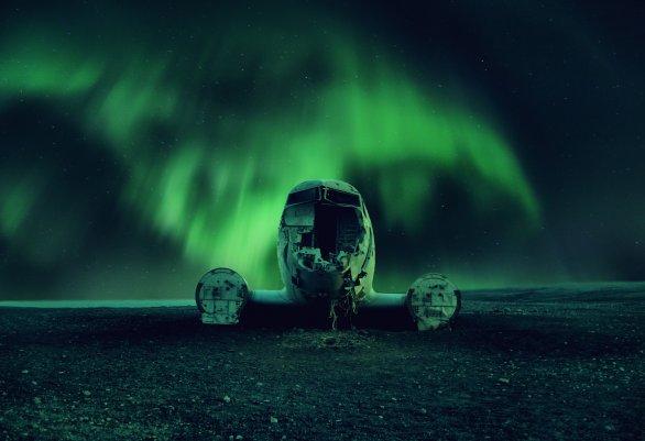 První místo, Cena Petra Komárka v soutěži Neklidné nebe: Aurora Borealis Island. Autor: František Tóth.