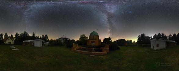 Noční panorama historické observatoře. Autor: Petr Horálek.