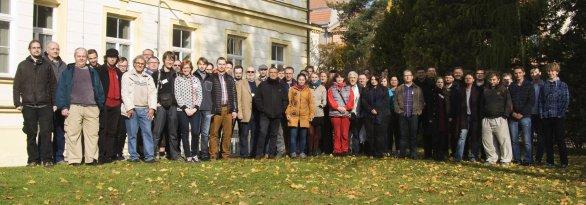 Společná fotografie účastníků 49. konference o výzkumu proměnných hvězd v Brně Autor: Martin Mašek
