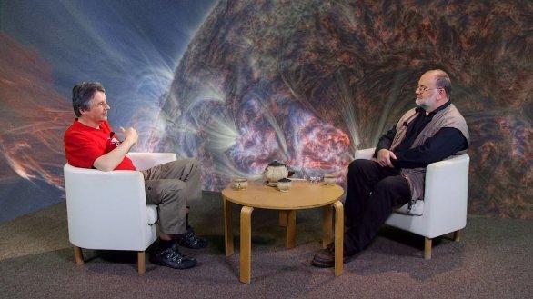 Prof. Miloslav Druckmüller v besedě s moderátorem Jindřichem Suchánkem v pořadu Hlubinami vesmíru Autor: TV Noe