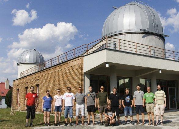 Obrázek 1: Společná fotografie účastníků 58. praktika SPHE na hvězdárně ve Valašském Meziříčí Autor: Martin Mašek