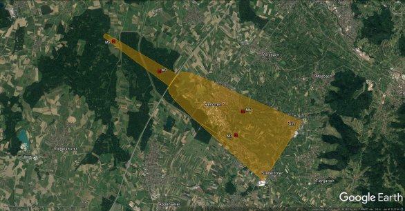 Obrázek 5. Schematické znázornění pádové oblasti bolidu EN100718. Menší úlomky jsou ve východní části zvýrazněné pádové oblasti a jejich hmotnost vzrůstá směrem na západ až severozápad. Polohy nalezených meteoritů jsou vyznačeny body M1 (11,9 g), M2 (955 g), M3 (20,6 g) a M4 (4,8 g). Autor: Google/Astronomický ústav AV ČR.