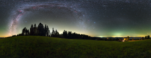 360stupňový pohled na Grúň s Mléčnou dráhou, protisvitem a airglow. Autor: Petr Horálek.