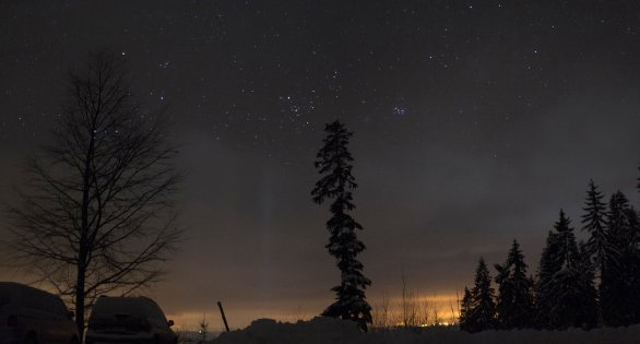 Kometa 46P/Wirtanen u Plejád na Benecku v Krkonoších 16. 12. 2018 Autor: Martin Gembec