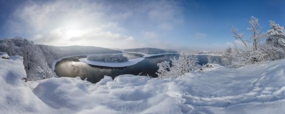 Vyhlídka z Ohebu na zimní Seč s ostrůvkem. Autor: Petr Horálek.