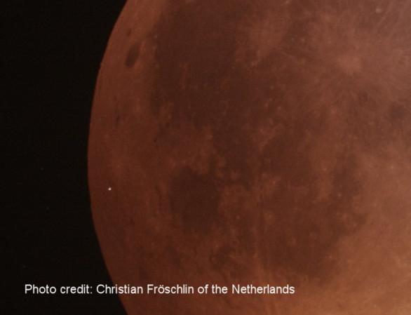 Záblesk při dopadu asteroidu na Měsíc během zatmění 21. ledna 2019 v 5:41:43 SEČ. Autor: Christian Fröschlin.