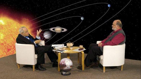 Dr. Jiří Březina s moderátorem Jindřichem Suchánkem v pořadu Hlubinami vesmíru Autor: TV Noe