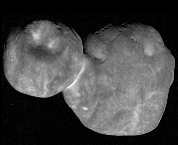 Planetka 2014 MU69 přezdívaná Ultima Thule na snímku New Horizons s rozlišením 33 m/pix Autor: NASA/JHUAPL/SWRI