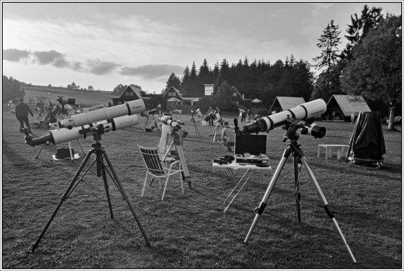 Zátiší s dalekohledy na podzimním MHV 2017 Autor: Boris Glos