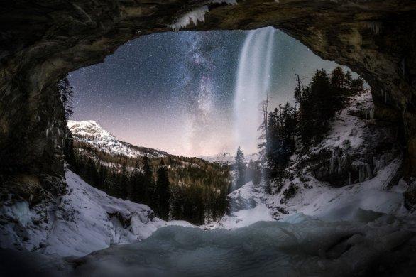 Snímek zamrzlý vodopád. Autor: Jiří Benda