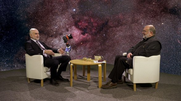 Zdeněk Bardon v rozhovoru s Jindřichem Suchánkem, moderátorem pořadu Hlubinami vesmíru Autor: TV Noe