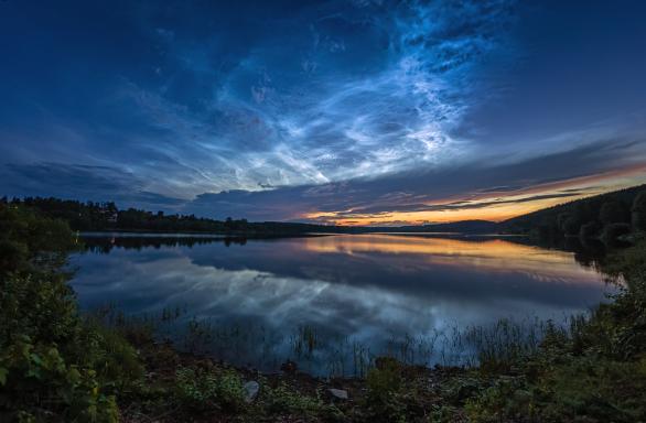 Noční svítící oblaka 21. června 2019 nad Sečskou přehradou. Autor: Petr Horálek.