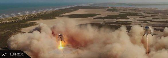 Kompozice dvou záběrů z videozáznamu letu Starship Hopperu, po startu a před přistáním. Autor: SpaceX