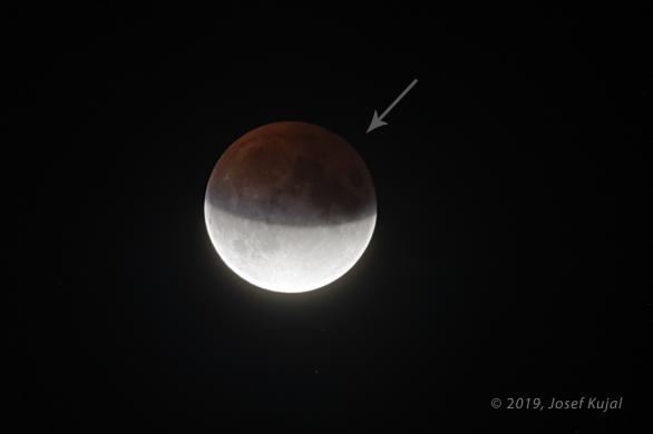 Tmavší oblast v zemském stínu během zatmění Měsíce 16. července 2019. Autor: Josef Kujal.