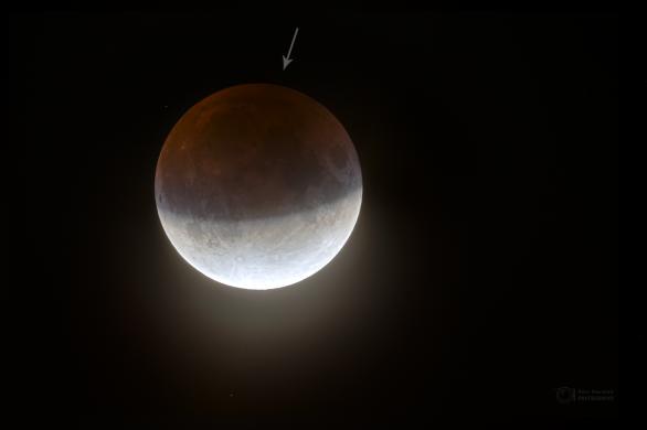 Tmavší oblast v zemském stínu během zatmění Měsíce 16. července 2019. Autor: Petr Horálek.