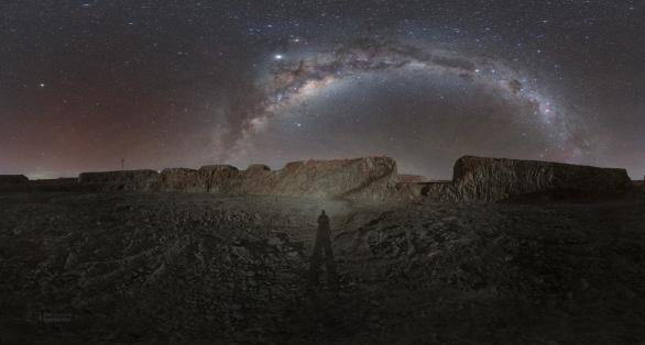 Uvnitř kráteru se človek cítí jak astronaut na Měsíci. Autor: Petr Horálek/ESO.