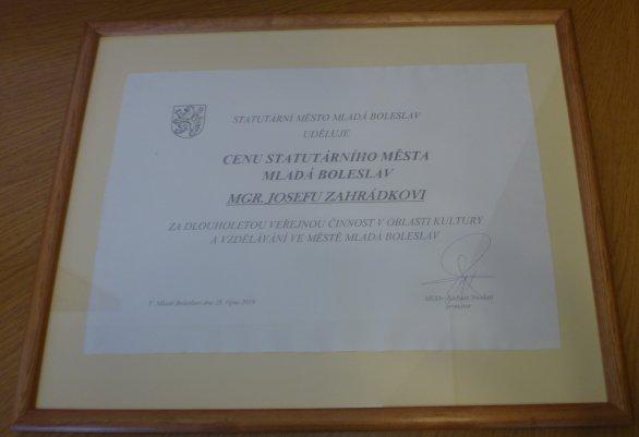 Pamětní diplom Josefa Zahrádky Autor: Pavel Brom