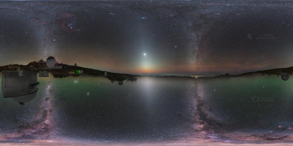 Nebe z obou polokoulí. Autor: Petr Horálek/ESO, Juan Carlos Casado/IAC/TWAN