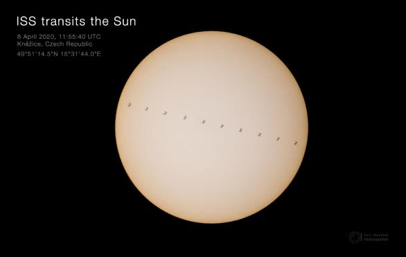 Přelet Mezinárodní kosmické stanice ISS před Sluncem 8. dubna 2020. Autor: Petr Horálek.