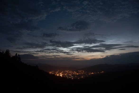 Svítící mraky (NLC) nad Vsetínem Autor: Jiří Dostál